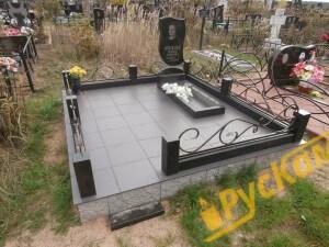 Фундамент из бессерных блоков+плитка грэс на весь участок+гранитная ограда с ковкой